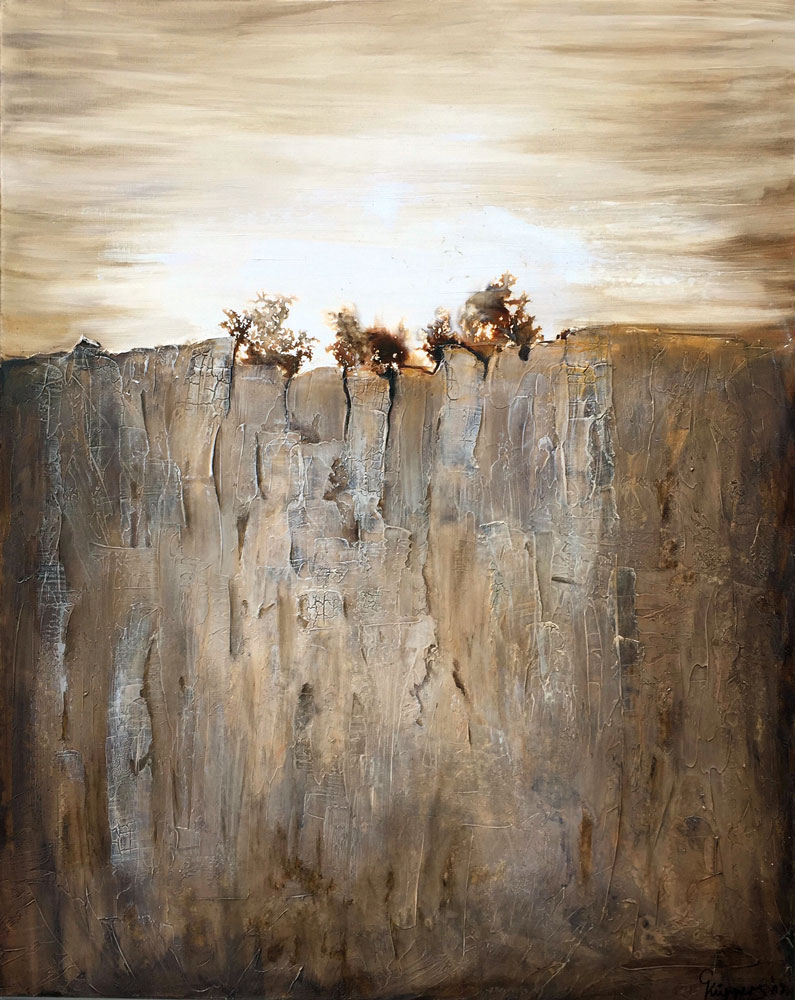 Felswand mit Baeumen